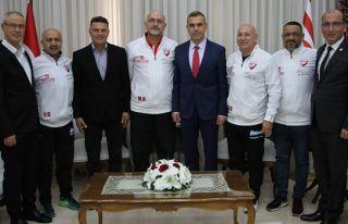 Uluçay, Londra Türk Master takımı heyetini kabul...