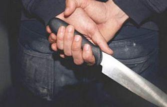 Ekmek bıçağını arkadaşının bacağına sapladı