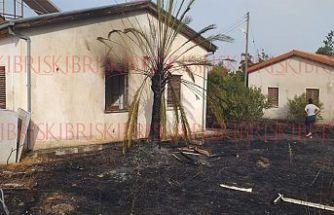 Serdarlı'da yangın! Polis lojmanı ve arazi yandı