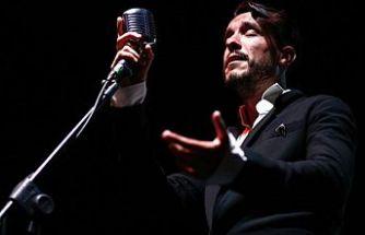 Cem Adrian Mağusa Kültür Sanat Festivali'nde konser verdi