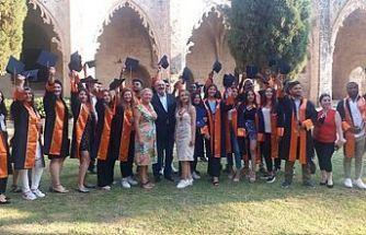 Kıbrıs İlim Üniversitesi mezuniyet töreni Bellapaıs'ta yapıldı