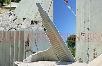 Özgürlük Anıtı, dökülüyor