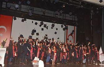 YDÜ İnşaat Fakültesi mezunları diplomalarını aldı