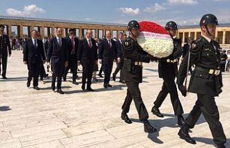 Başbakan Anıtkabir'i ziyaret etti