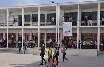 İki okul kaosla açılacak
