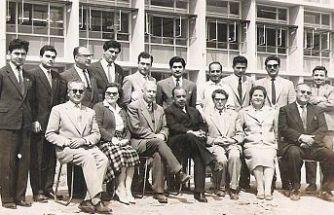 1960'ta, 30 öğrenciye 1 öğretmen düşüyordu