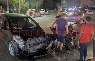 Kavşakta 'U' dönüşü yaptı, motosikletliye çarptı