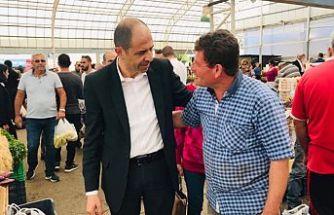 Özersay, Girne açık pazarı ziyaret etti, esnaf ve vatandaşlarla bir araya geldi