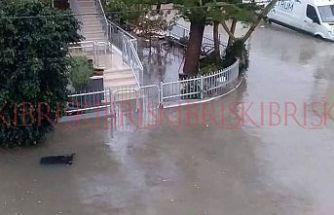 Gazimağusa'da bazı sokaklar ve caddeler göle döndü