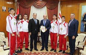 Tatar, Kickboks Federasyonu Başkanı ve sporcularını kabul etti
