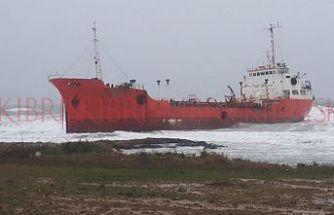 Gazimağusa'da petrol gemisi karaya oturdu
