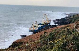 Afrika'da kaybolan hayalet gemi İrlanda'da karaya oturdu