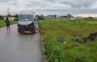 Yolun sağına geçti, kazaya sebep oldu