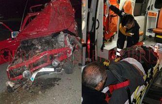 İki araç yüz yüze çarpıştı, 2 kişi hastanelik oldu