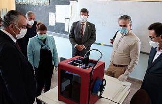 Çavuşoğlu, maske üretimi yapan okulları ziyaret etti