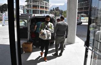 Girne Belediyesi, iş insanlarının desteğiyle ihtiyaçlılara yardım dağıtıyor