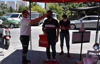 Girne'de Açık Pazar birtakım tedbirlerle açıldı