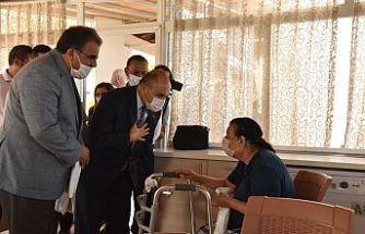 Sucuoğlu ve Başçeri Lapta Huzurevi'ni ziyaret etti