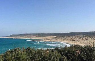Karpaz Ronnas Sahilinde temizlik etkinliği düzenleniyor