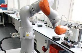 Laboratuvarda testler yapabilen yapay zekâlı robotlar gelişiyor