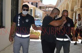 Pırlanta bileziği yetkililere bildirmedi, 'bularak hırsızlıktan' tutuklandı