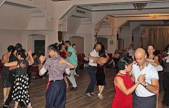 7. Kıbrıs Tango Kampı için hazırlık dansları yaptılar