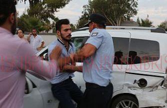 Kaza yaptı, polise karşı koydu,  aracından çok sayıda hap çıktı
