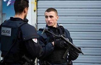 Paris'teki eski Charlie Hebdo ofisi yakınında bıçaklı saldırı