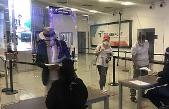 İngiltere Kıbrıs'lı yolculara karantina uygulaması başlattı
