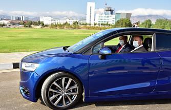 """Tatar  """"Günsel b9"""" yerli otomobil ile test sürüşü gerçekleştirdi"""