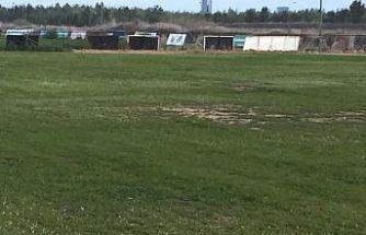 Üçüncü çim saha yeşeriyor