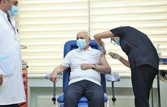 Azerbaycan'da koronavirüse karşı aşılama başladı