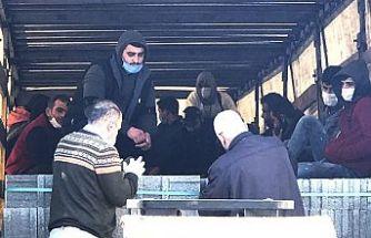 Blok yüklü TIR'da 18 kaçak göçmen