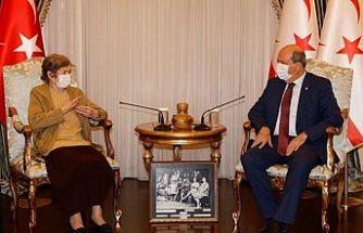 Cumhurbaşkanı Tatar anneannesinin arkadaşı Tarhan'ı ağırladı