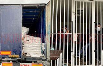 Şeker torbalarının arasında  11 kaçak göçmen bulundu
