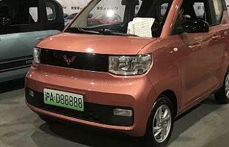 Çin'in elektrikli arabası 'Hong Guang', 4500 dolarlık fiyatıyla Tesla'yı ikiye