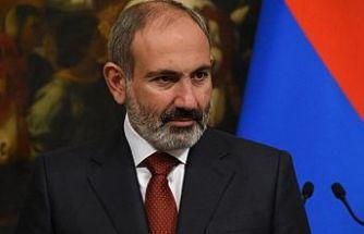 Ermenistan Başbakanı Paşinyan kendini istifaya çağıran Genelkurmay Başkanını görevden aldı