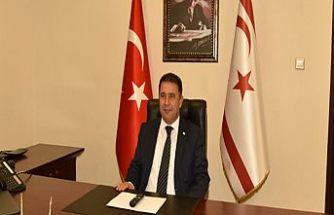 başbakan Saner, yeniden YDP genel başkanı seçilen Arıklı'yı kutladı