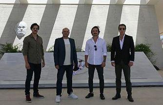 'Bir Zamanlar Kıbrıs' dizisi oyuncuları Dr. Küçük ve Rauf Denktaş'ın mezarlarını ziyaret etti