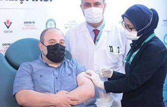 T.C Sanayi ve Teknoloji Bakan'ı Varank'a 2. doz yerli aşı