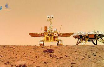 Çin'in Mars gezgin aracı Curong, Kızıl Gezegen'den çektiği fotoğrafları Dünya'ya gönderdi