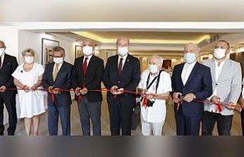 Cumhurbaşkanı Tatar, YDÜ'de iki sergi açılışı gerçekleştirdi