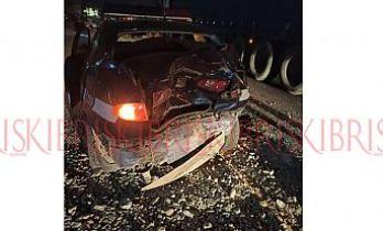 Yolda tedbir alan  polis aracına çarptı